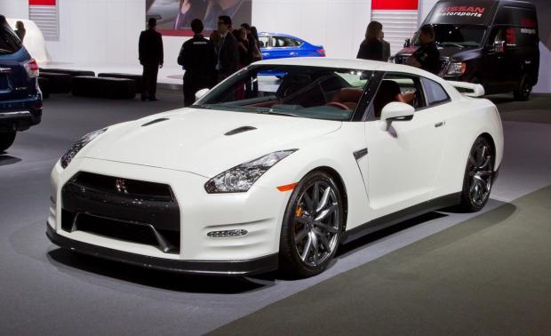 Nissan GT-R 2014 (1)