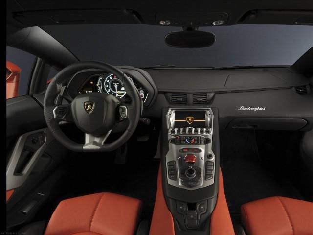 Lamborghini Aventador (8)