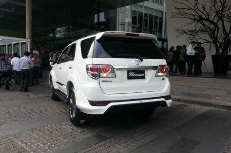 2014 Toyota Fortuner (2)