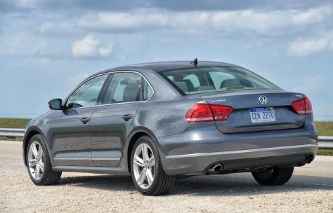 2014 Volkswagen Passat Premium (1)