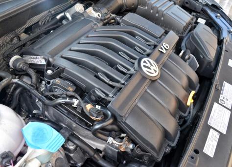 2014 Volkswagen Passat Premium (2)